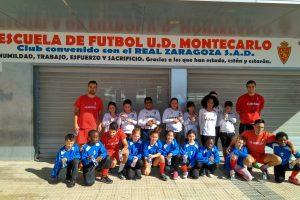 Alumnos de 4º posando como futbolistas
